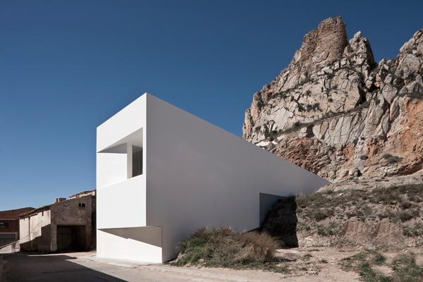 Casa en la ladera de un castillo-