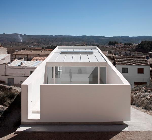 Casa en la ladera de un castillo de fran silvestre for Proyectos casas minimalistas