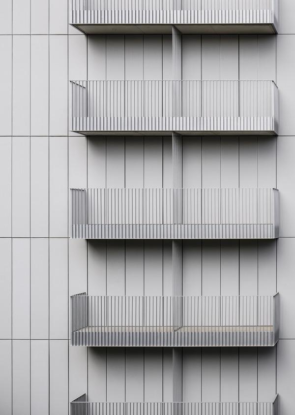 La fachada textil de Ava Studio en Barcelona