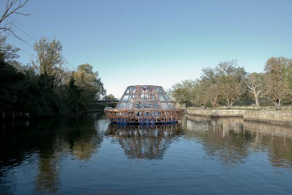 Jellyfish Barge, de Pnat.