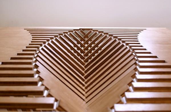 Rising Table, mesa plegable de madera por Robert van Embricqs