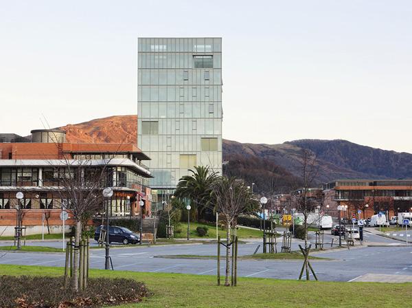 Torre de oficinas Zaisa de Hoz Fontán Arquitectos