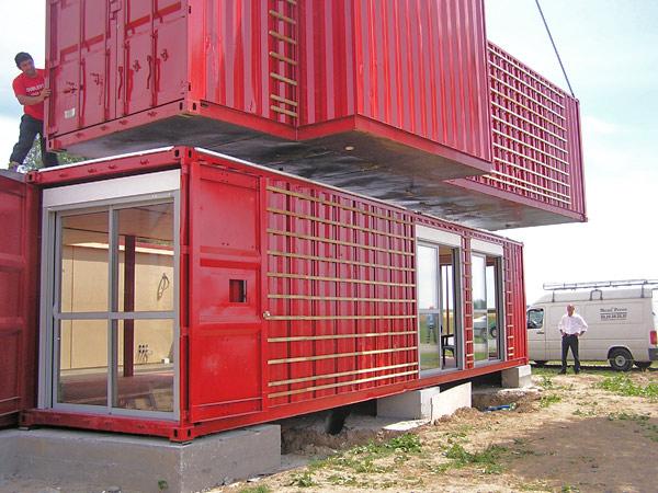 Instalación de los contenedores, Maison Container Lille, Patrick Partouche, 2010.
