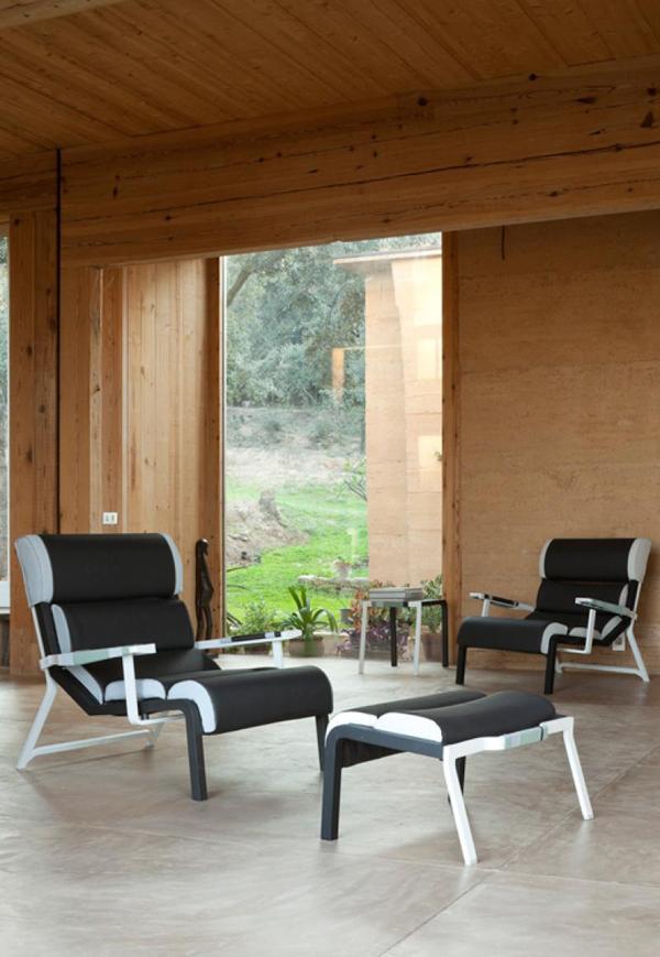 El sillón bajo, mesa auxiliar y reposapiés de Hella Jonguerius