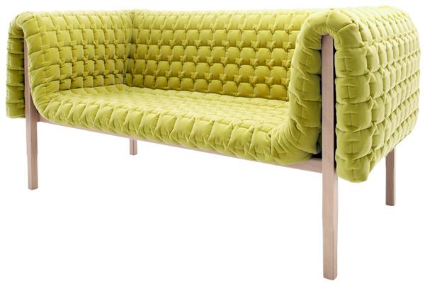 """""""Diseñado por Inga Sempé, Ruché es un confortable sofá cubierto por una funda de edredón guateado de textura aterciopelada.""""  Sofá Ruché, finura y elegancia Ruche 2010 015"""