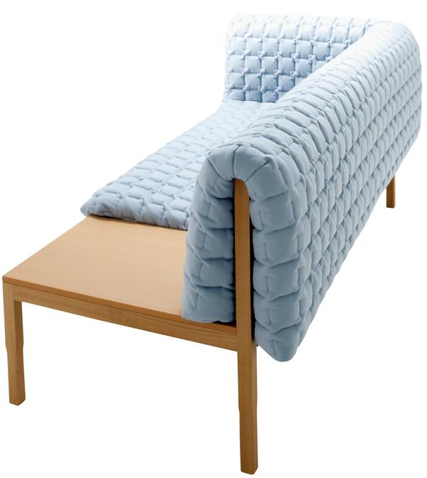 """""""Diseñado por Inga Sempé, Ruché es un confortable sofá cubierto por una funda de edredón guateado de textura aterciopelada.""""  Sofá Ruché, finura y elegancia Ruche 2010 016"""