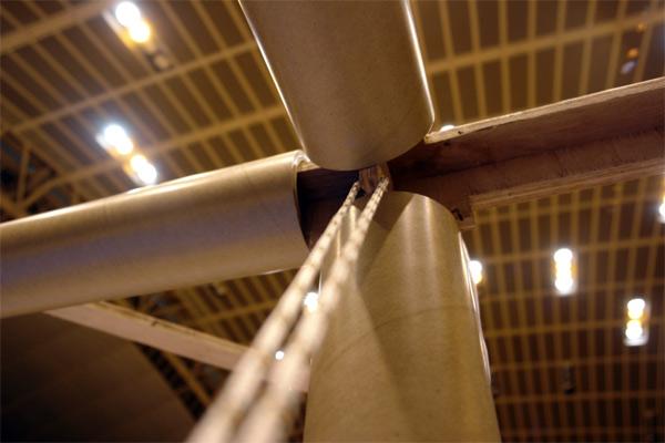 Detalle de la unión de los cilindros de cartón y refuerzo de cuerda. Paper Partition System, Fujisawa, Shigeru Ban Laboratory, 2006.