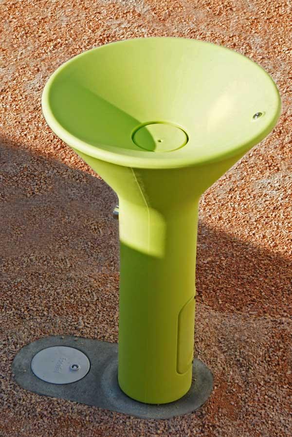 Fuente urbana Play de SerraydelaRocha
