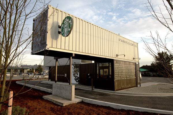 Servicio para vehículos, Starbucks, 2011. Fotografía de Tom Ackerman.