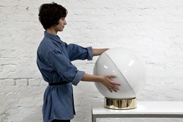 X&Y, esfera de luz interactiva de Flynn Talbot