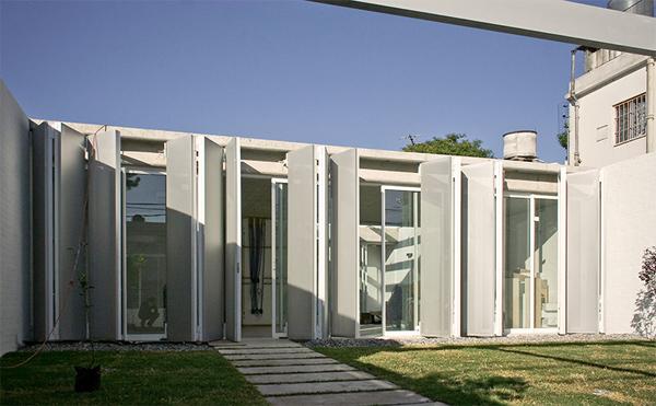 Arquitectura eficiente para la Casa AA2241 en Montevideo