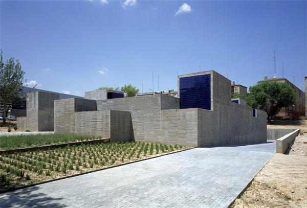 Madrid, tres centros de salud en uno por Estudio Entresitio