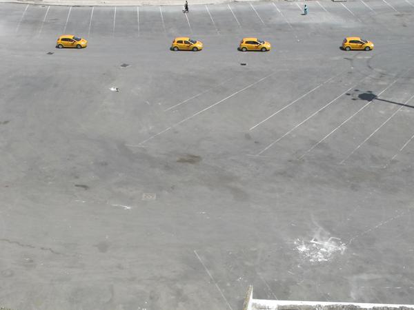 Cuatro coches amarillos en Tánger