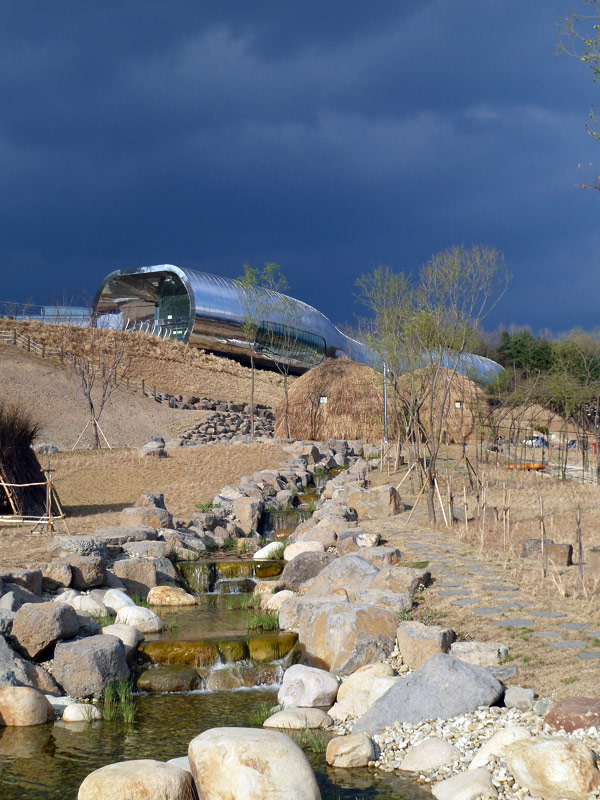 X-TU Architects, Museo de la Prehistoria de Jeongok
