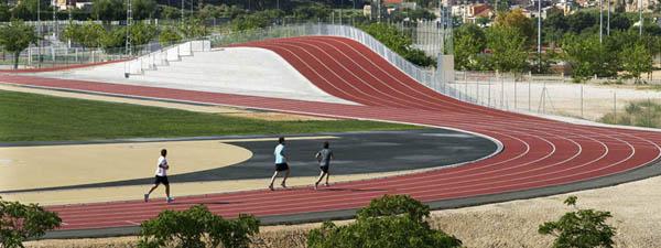 Pista de atletismo 3D en Elda, de Subarquitectura