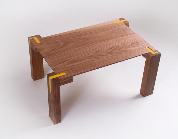 Liquid Joint, el mueble con ensambles de resina de poliuretano