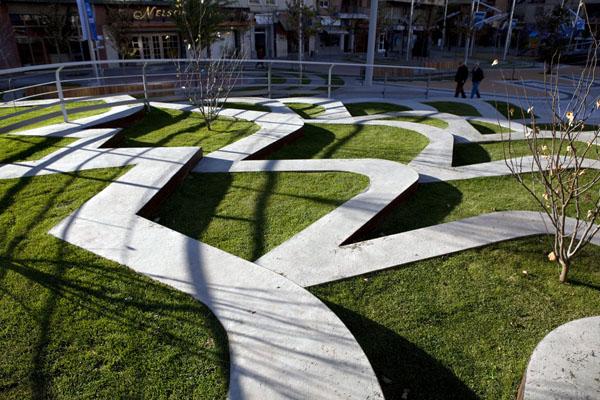 El laberinto en la Plaza Vinyes de Lleida, de Benedetta Tagliabue, EMBT
