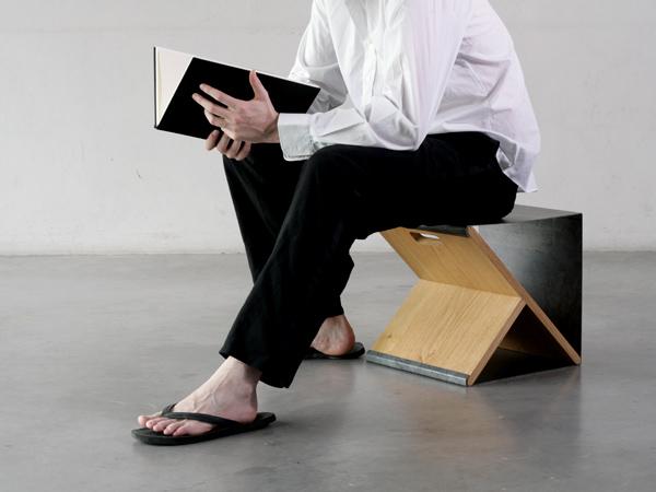 Steel Stool de Noon Studio, taburete y estantería modular