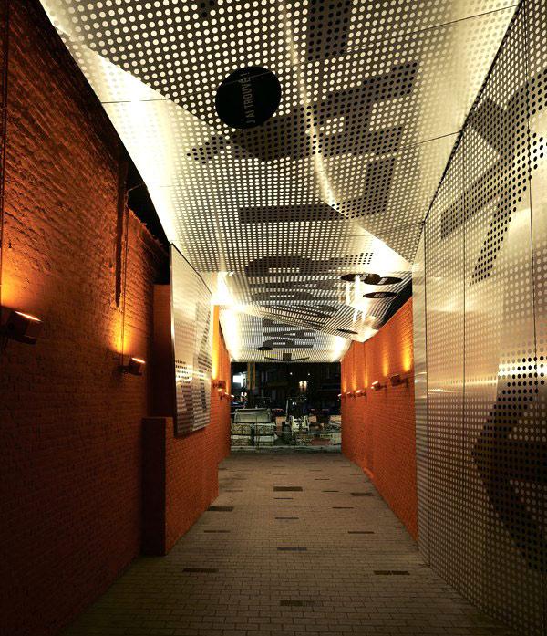 Pasaje peatonal de Atelier 9.81 en Tourcoing, Francia