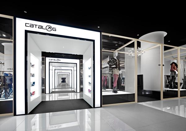Catalog, interior de tienda de ropa deportiva en Pekín por Nendo