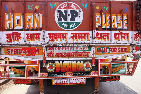HandpaintedType, proyecto para rescatar la tipografía de la India
