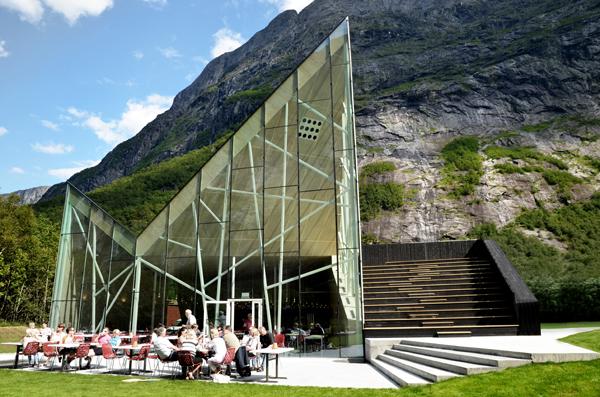 Reiulf Ramstad Architects: restaurante al pie del Troll Wall (Noruega)