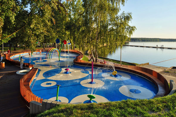 Water Playground, fuente y parque acuático infantil de RS+ en Polonia