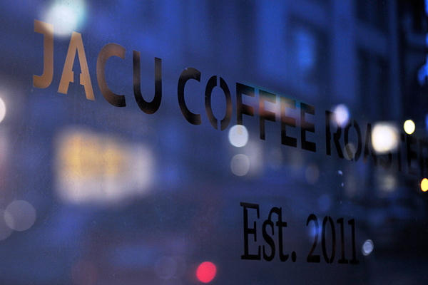 Jacu Coffee Roastery, identidad visual para café, por Tom Emil Olsen