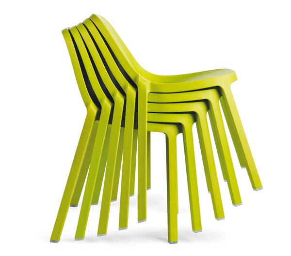 Broom, silla de Philippe Starck para Emeco fabricada a partir de residuos
