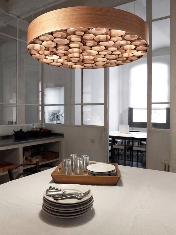 Spiro, arabescos de madera para la nueva lámpara de Lzf Lamps