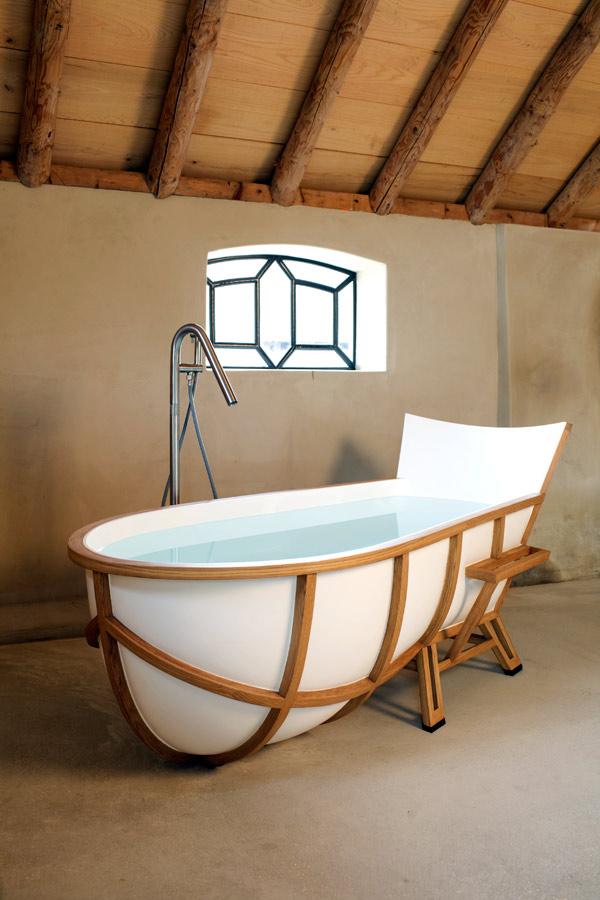 Bathtub de Thol, una bañera de mármol y de madera