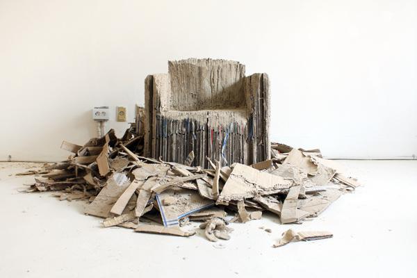 Reborn, sillón de cartón reciclado por Monocomplex