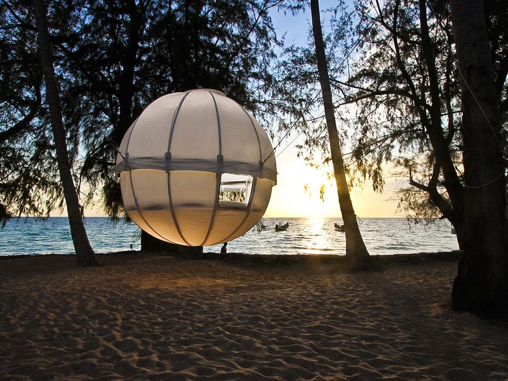 Cocoon, un nido es una casa suspendida de un árbol