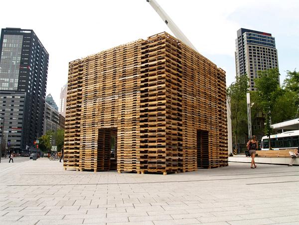 Forest II, un bosque de palés reciclados en Montreal