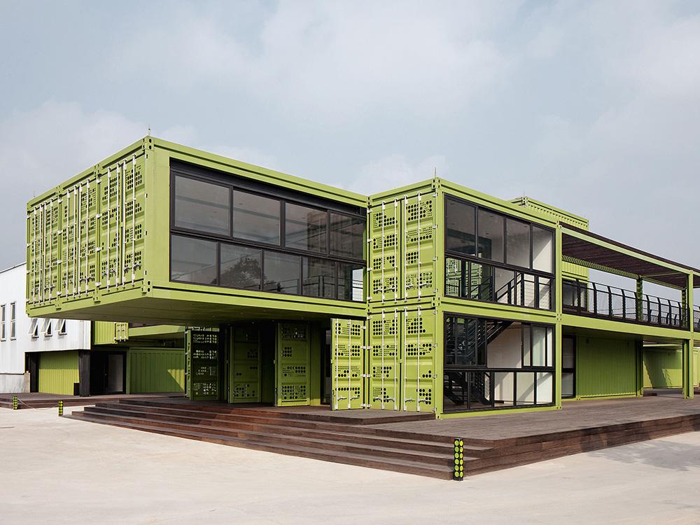 Playze diseña Tony's Farm, una granja de contenedores en Shanghái