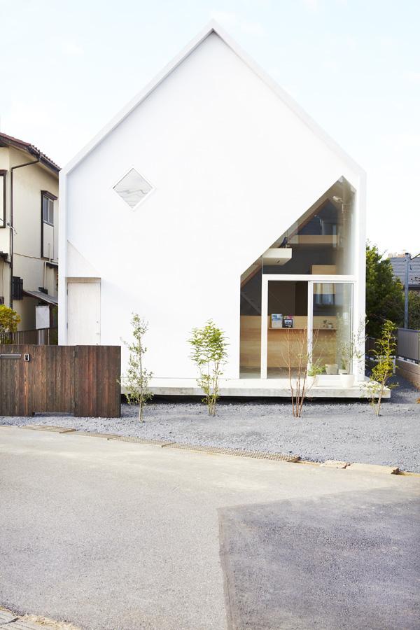 Casa H de Hiroyuki Shinozaki Architects, el teatro de lo cotidiano