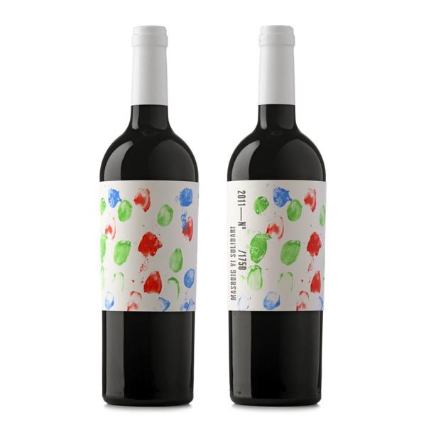 Niños del Priorat dibujan etiquetas de vino para ayudar a otros niños
