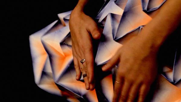 Entfaltung de Jule Waibel: vestidos de origami para Bershka