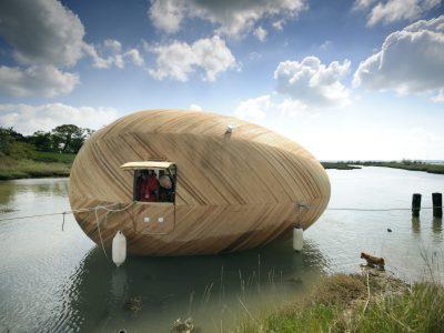 Exbury Egg, la casa flotante de madera y autosuficiente de Stephen Turner
