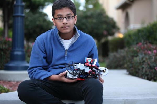 Shubham Banerjee, de doce años, diseña la impresora braille Braigo