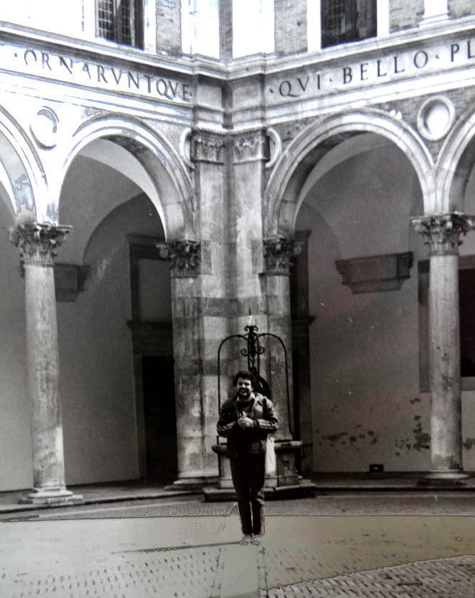 LFQ-en-palacio-arzobispal-Urbino.jpg