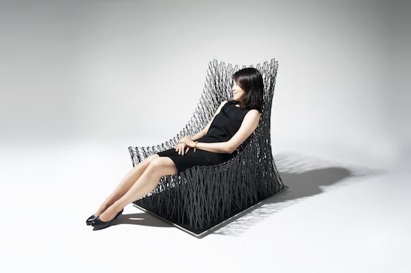Luno, un sillón inspirado en la curva catenaria