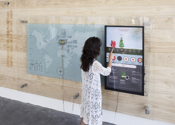 Instalaciones interactivas de Dotdotdot en el Jardín Botánico de Padua