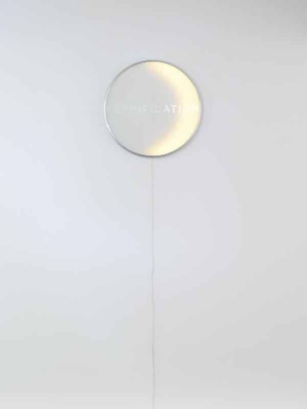 Reloj Eclipse, de Iván Navarro para la tienda de Paul Kasmin