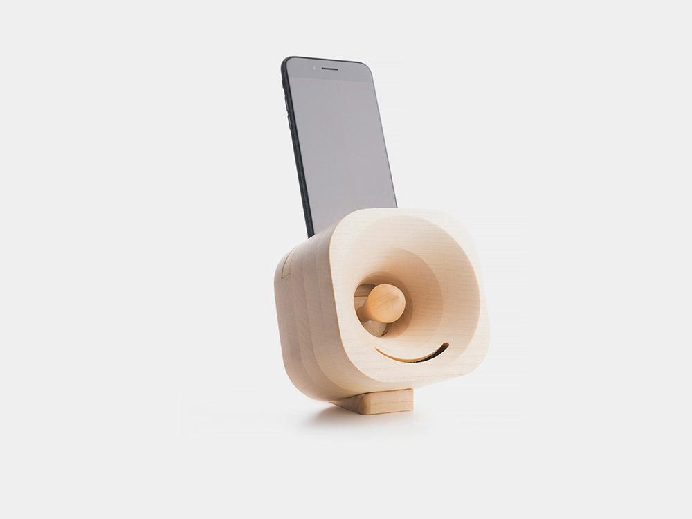 Trobla, el altavoz de madera para smartphones de Tok Tok. Sonido tallado en madera
