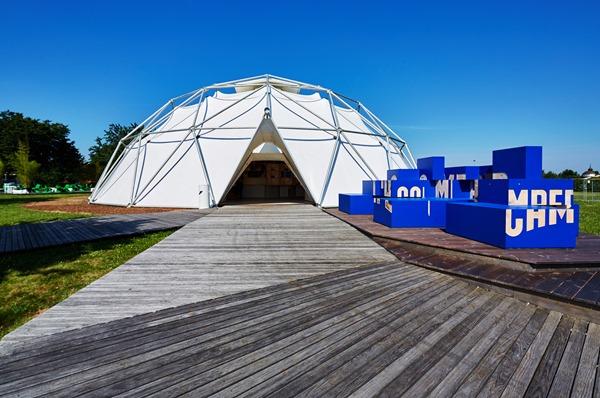 Francis Kéré diseña un espacio pop-up para Camper y Vitra