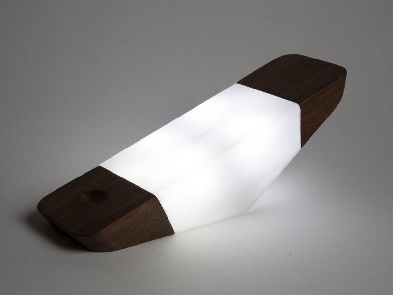 Prism Nightlight, la lámpara inspirada en el balancín de Nicholas Baker