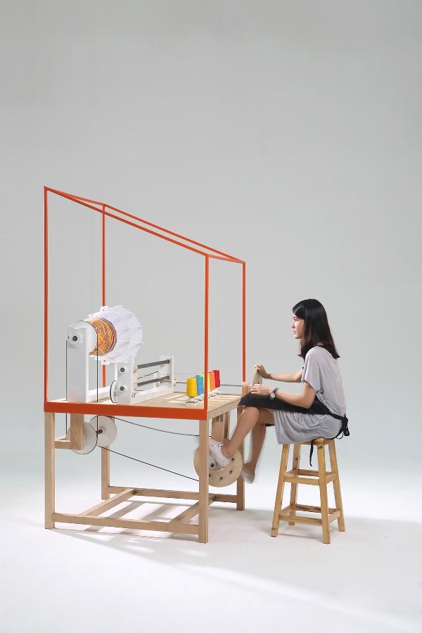 lanna-factory-la-máquina-de-thinkk-studio-para-fabricar-lámparas-de-algodón-personalizadas-experimenta-03.jpg