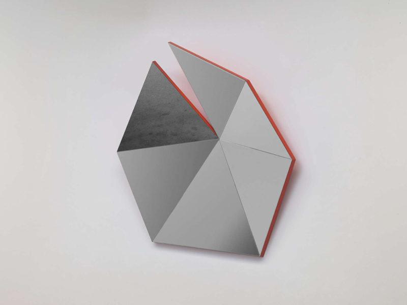 Identity Check, los espejos geométricos de Stonefox