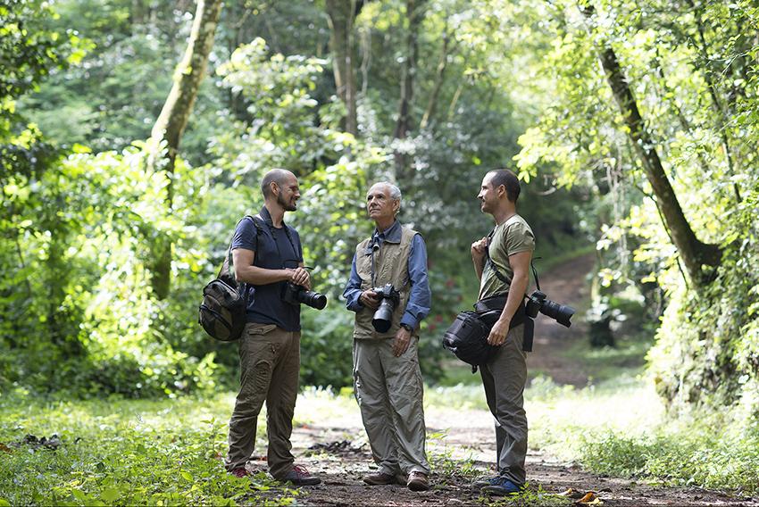 Giancarlo, Juan José y Sergio, autores del libro. © Fundación Árboles Mágicos.